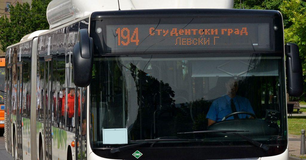 Автобус с електронна табела, показваща направлението на движение на нова автобусна линия №194